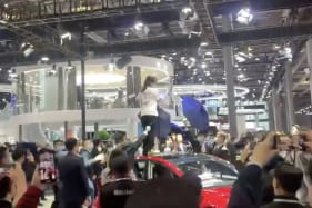 Tesla owner protests at Motor Show, yelling 'my brakes failed'