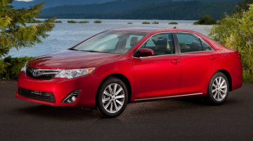 2012_toyota_camry_official_overseas_03