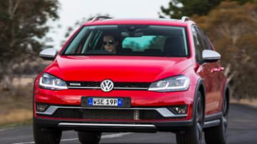 2017 Volkswagen Golf Alltrack new car review