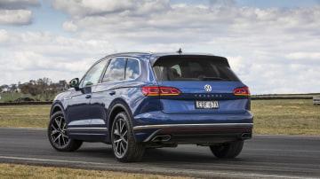 2020 best large luxury suv volkswagen touraeg exterior rear