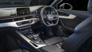 2020 best medium luxury car audi A4 interior