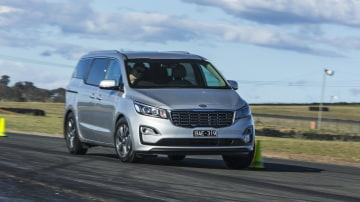 2020 best people mover kia carnival exterior road