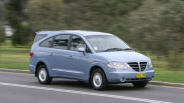 Car : SsangYong Stavic people-mover. THE AGE DRIVE Photo: ESTELLE GRUNBERG egz050712.002.001 Front / side view of silver SsangYong Stavic
