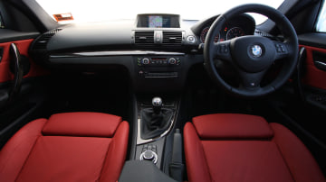 2010_bmw_135i_road_test_review_interior_07