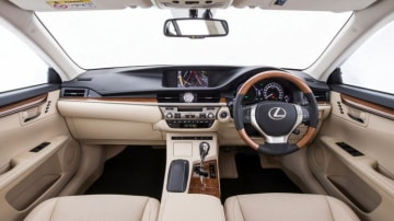 Lexus ES.