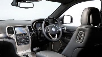 Jeep Grand Cherokee Summit Platinum interior.