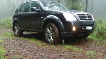 2011_ssangyong_rexton_road_test_review_13