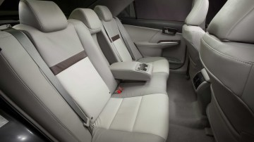 2012_toyota_camry_official_overseas_17