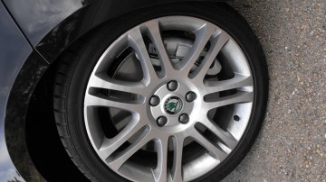 2009-skoda-superb-alloy-wheel.jpg