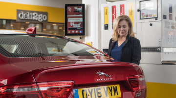Jaguar And Shell Team Up For In-Car Payment System