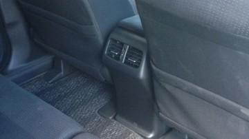 Honda CR-V is the only car here that has rear air vents.