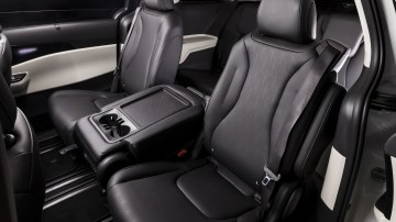 Drive Car of the Year Best People Mover 2021 finalist Kia Carnival middle seats