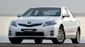 2010 Toyota Hybrid Camry Officially Unveiled
