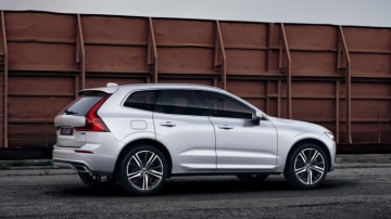 Volvo's hybrid-powered XC60 combines performance and efficiency like few other cars on sale.