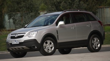 2010_holden_captiva_5_manual_road_test_review_02