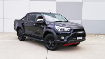 2017_toyota_hilux_trd_review_01