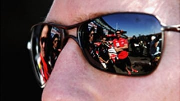 Ryan Briscoe talks in pit lane prior to the Bathurst 1000. October 4, 2006. (Picture: Getty Images)