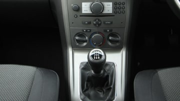 2010_holden_captiva_5_manual_road_test_review_19