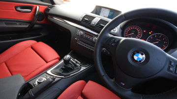 2010_bmw_135i_road_test_review_interior_08