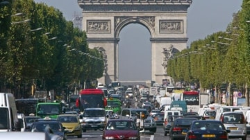 Paris has become so choked by smog bans on cars have been put in place for Monday.
