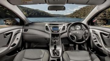 Hyundai Elantra Series II Active.
