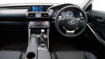 Lexus IS300h.
