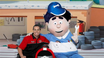 craig_lowndes_conrod_and_roary_the_racing_car_07