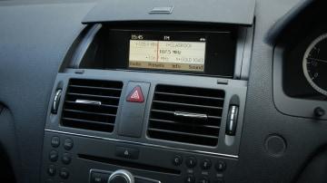 2010_mercedes_benz_c200_cgi_interior_roadtest_review_003