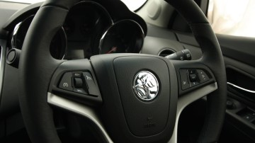 2009_holden-cruze_cdx_and-cruze-cd-diesel_road-test-review_077.jpg