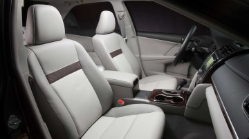 2012_toyota_camry_official_overseas_16