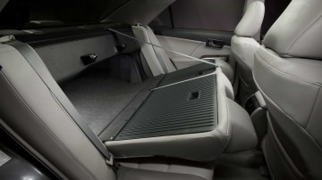 2012_toyota_camry_official_overseas_18
