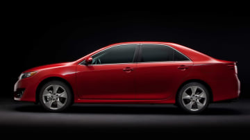 2012_toyota_camry_official_overseas_08