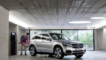 Mercedes-Benz plans to use old car batteries to power residential buildings