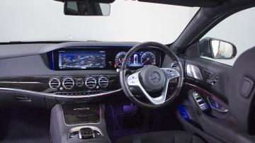 Mercedes-Benz S560.