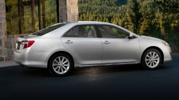 2012_toyota_camry_official_overseas_11