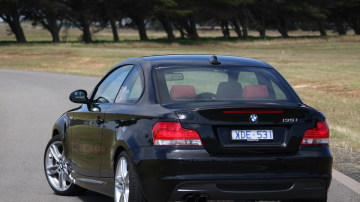 2010_bmw_135i_road_test_review_06