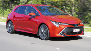 Toyota Corolla ZR Hybrid 2018 new car review