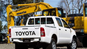 2012_toyota_hilux_02_workmate_03