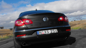 2009_volkswagen_passat-cc_v6_fsi_road-test_review_22.jpg