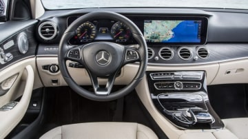2016 Mercedes-Benz E-Class borrows its digital instruments from the S-Class limousine