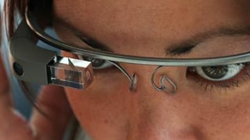 Google Glass wearer gets driving ticket