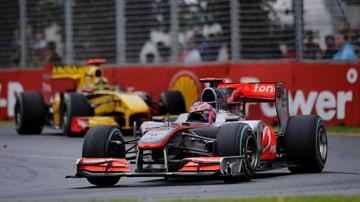 Grand Prix winner Jenson Button (McLaren) in front of Robert Kubica (Renault) at turn three.