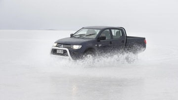 2010_mitsubishi_triton_06_driving_on_ice