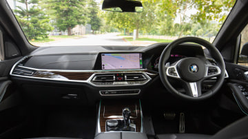 Drive Car of the Year Best Upper Large Luxury SUV 2021 BMW X7 front interior seating and dashboard