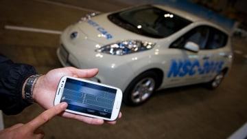 Nissan Reveals Semi-Autonomous LEAF NSC-2015 Concept