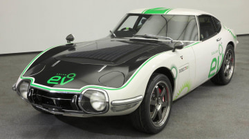 toyota_2000gt_solar_electric_vehicle_01