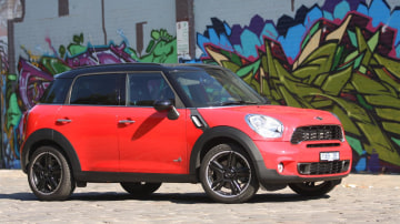 2011_mini_cooper_s_countryman_all4_roadtest_review_02