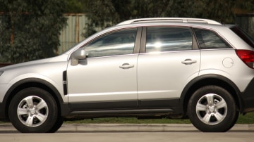 2010_holden_captiva_5_manual_road_test_review_03