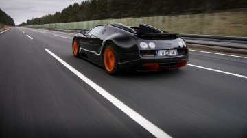 2013_bugatti_veyron_gs_vitesse_open_top_speed_record_02