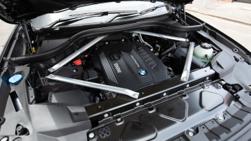 Drive Car of the Year Best Upper Large Luxury SUV 2021 BMW X7 engine